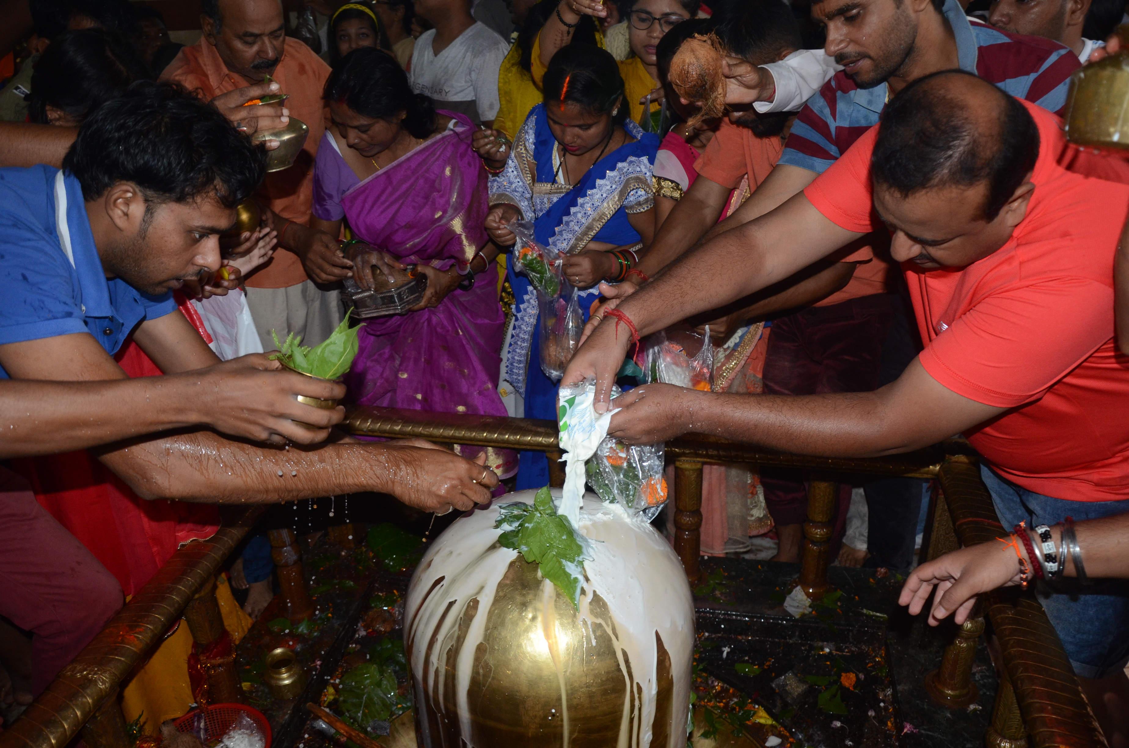 Last Shravan Monday neck-deep in 'Shiv Bhakti' - Morning India