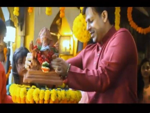 A still from the video shared by actor Vivek Oberoi (Image source: Twitter)